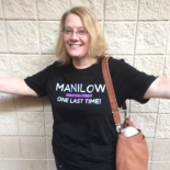 Gretchen in her new Manilow concert tour t-shirt