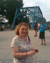 19-WalkingBridge_Pose_S&G_May-2011